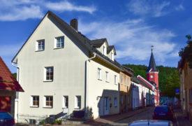 Physiotherapie Kühnert Berga/Ester - Parkplatz und Außenbereich
